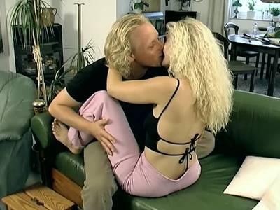 Deutsches Amateur Paar mag vor der Kamera poppen