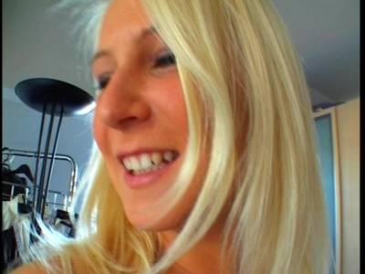 Hausgemachtes Fickvideo mit einer geilen Blonden