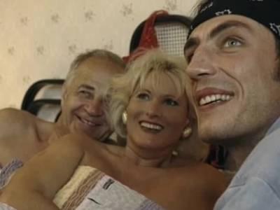 Blonde Mature bumst mit Ehemann und einem juengeren Lover