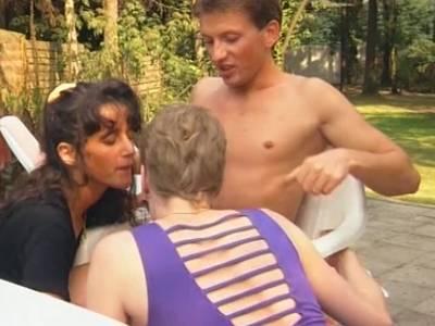 Deutscher Outdoor Dreier mit zwei Ladies