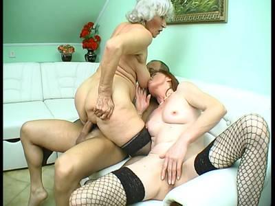 Dreiersex mit Mature und Oma
