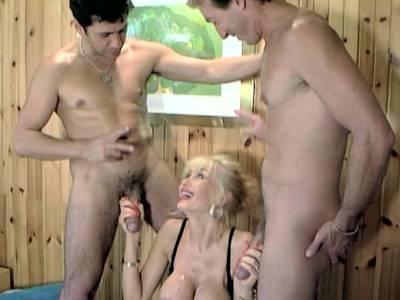 Scharfer Dreier mit Dolly und zwei Typen