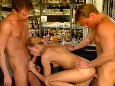 Gangbang mit zwei deutschen Frauen
