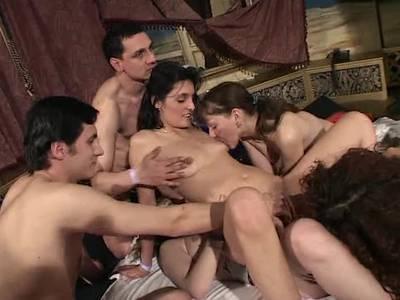 Lesbisches beim Gruppensex
