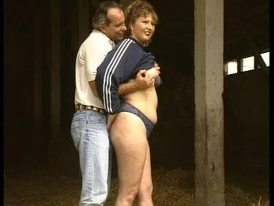 Dicke Lady steht auf Hardcore Sex im Stroh