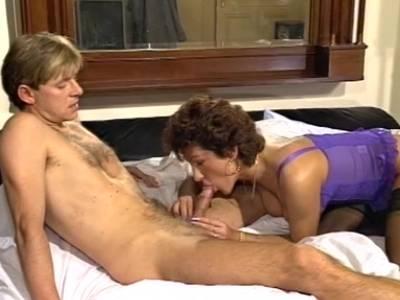 Harter und wilder Fick mit kurzhaariger Lady in Dessous