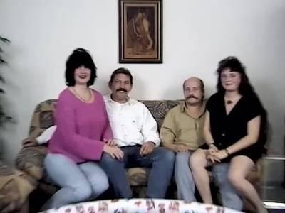 Hausfrauen und ihre Ehemaenner beim Gruppensex