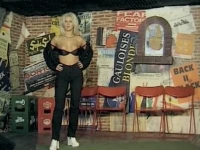 Blondine liefert geile Solo Show