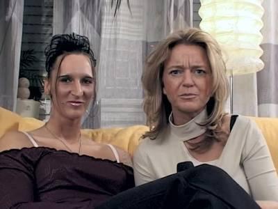Deutsches Shemale wichst auf der Casting Couch