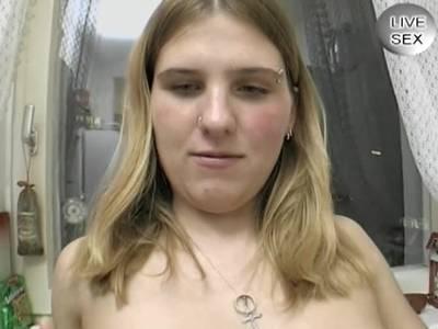 Deutsche Studentin rasiert Muschi gegen Bares