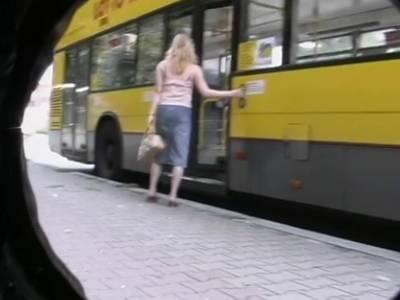 Deutsches Teen beim Outdoor Blasen